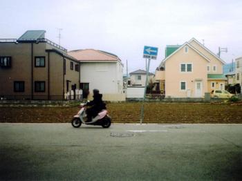 M2 矢印 標識 ピンクのバイク.jpg